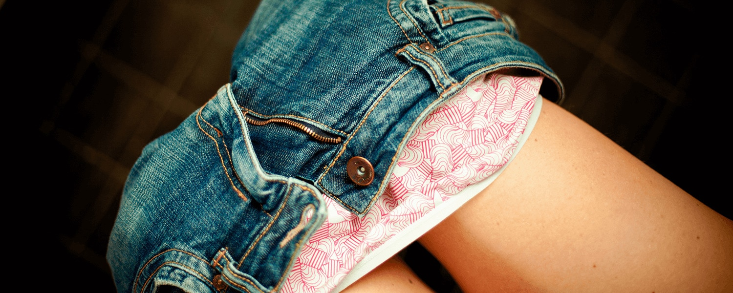 Image of a woman's jeans and underwear - Libresse