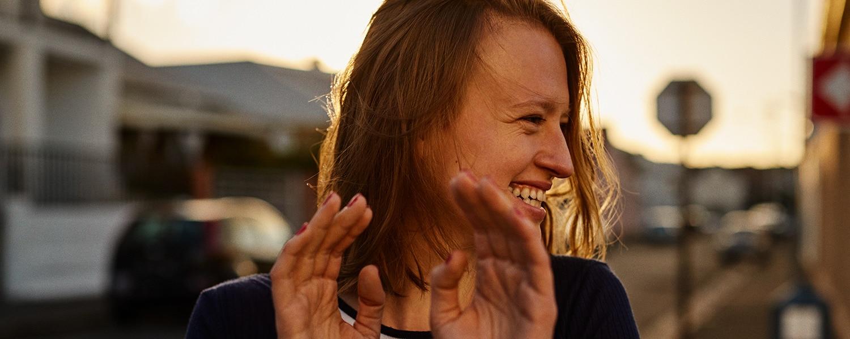 Bild av en glad tjej
